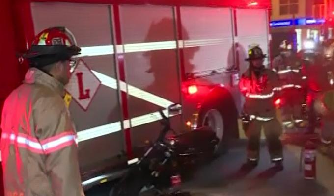 Lince: motociclista salva de morir tras chocar contra ambulancia de los bomberos