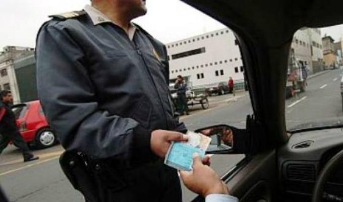 Policía investiga para identificar a agentes que habrían recibido coimas