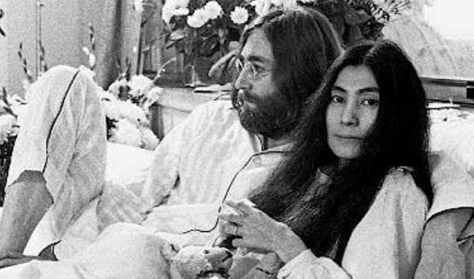 """Se cumplen 50 años de la """"Cama por la Paz"""" de John Lennon y Yoko Ono"""