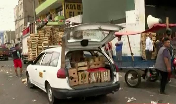 Mercado de Frutas: ambulantes continúan en alrededores pese a desalojo
