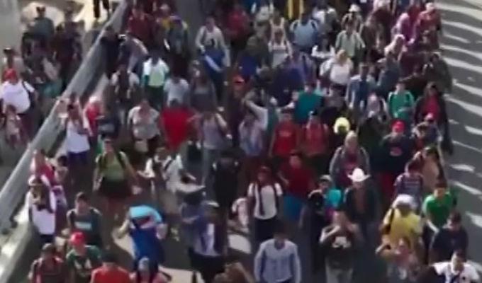 EEUU: migrantes cruzan desesperados fronteras tras amenazas de Trump