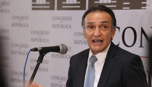 Becerril a Vizcarra: Póngase los pantalones y cierre el Congreso