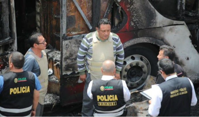 Bus incendiado: dictan 7 meses de prisión preventiva contra chofer y copiloto