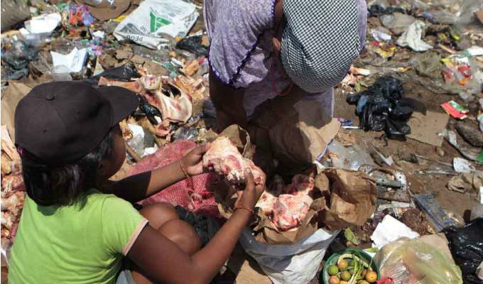 Venezuela: población busca comida en la basura