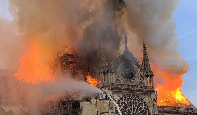 Revelan posible causa que generó incendio en Notre Dame