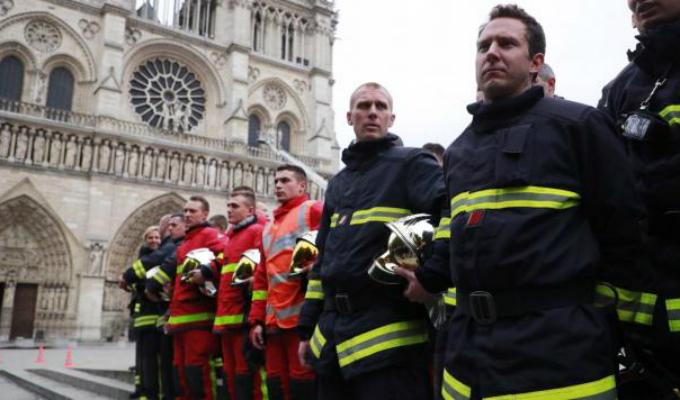 Francia: rinden homenaje a bomberos que apagaron fuego en Notre Dame