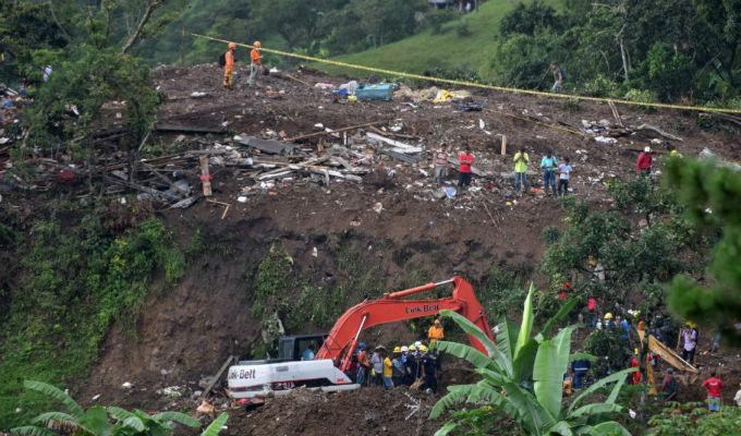 Colombia: cerca a 20 muertos deja derrumbe en Cauca
