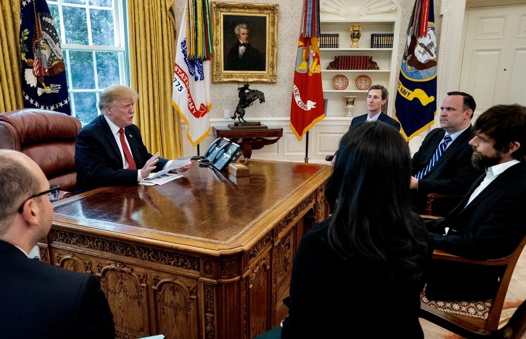 Trump se reunió con el cofundador de Twitter para hablar sobre la plataforma