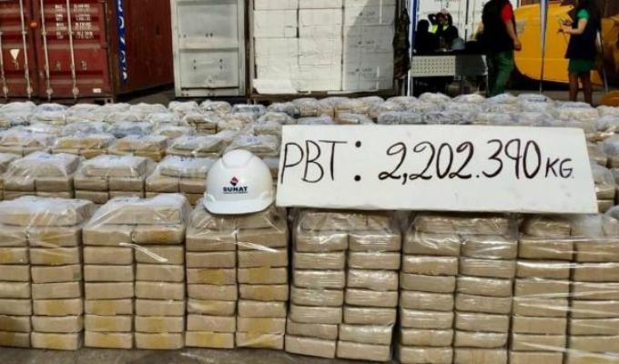 Decomisan más de 2 mil kilos de cocaína en el puerto del Callao