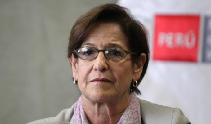 Susana Villarán se dirige a entrevista antes de audiencia en la Fiscalía