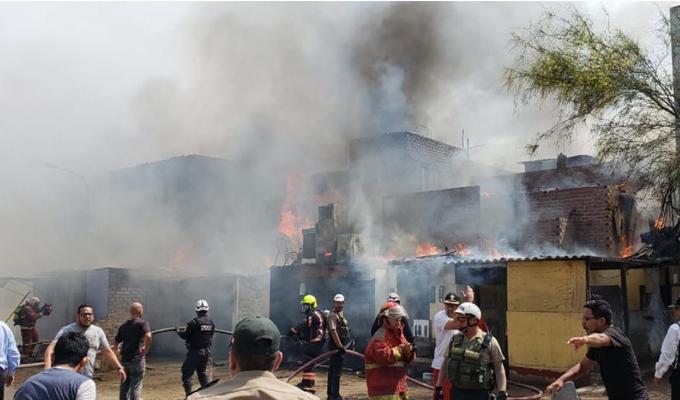 Huancavelica: captan instante en que corto circuito causa incendio en inmueble