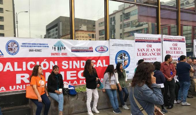 Reniec: trabajadores inician huelga indefinida por recorte de sueldos