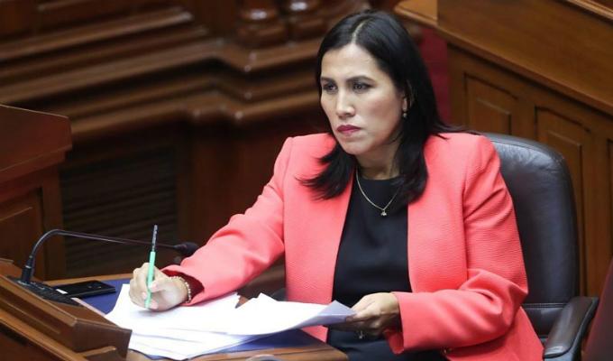 Ministra Medina se presentó ante Comisión de Educación por textos escolares