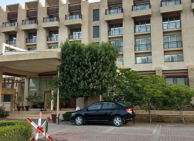 Pakistán: tres hombres fuertemente armados atacaron un hotel de lujo