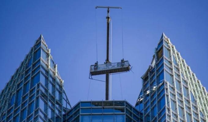 EEUU: rescatan a limpiadores de ventanas atrapados a 260 metros de altura
