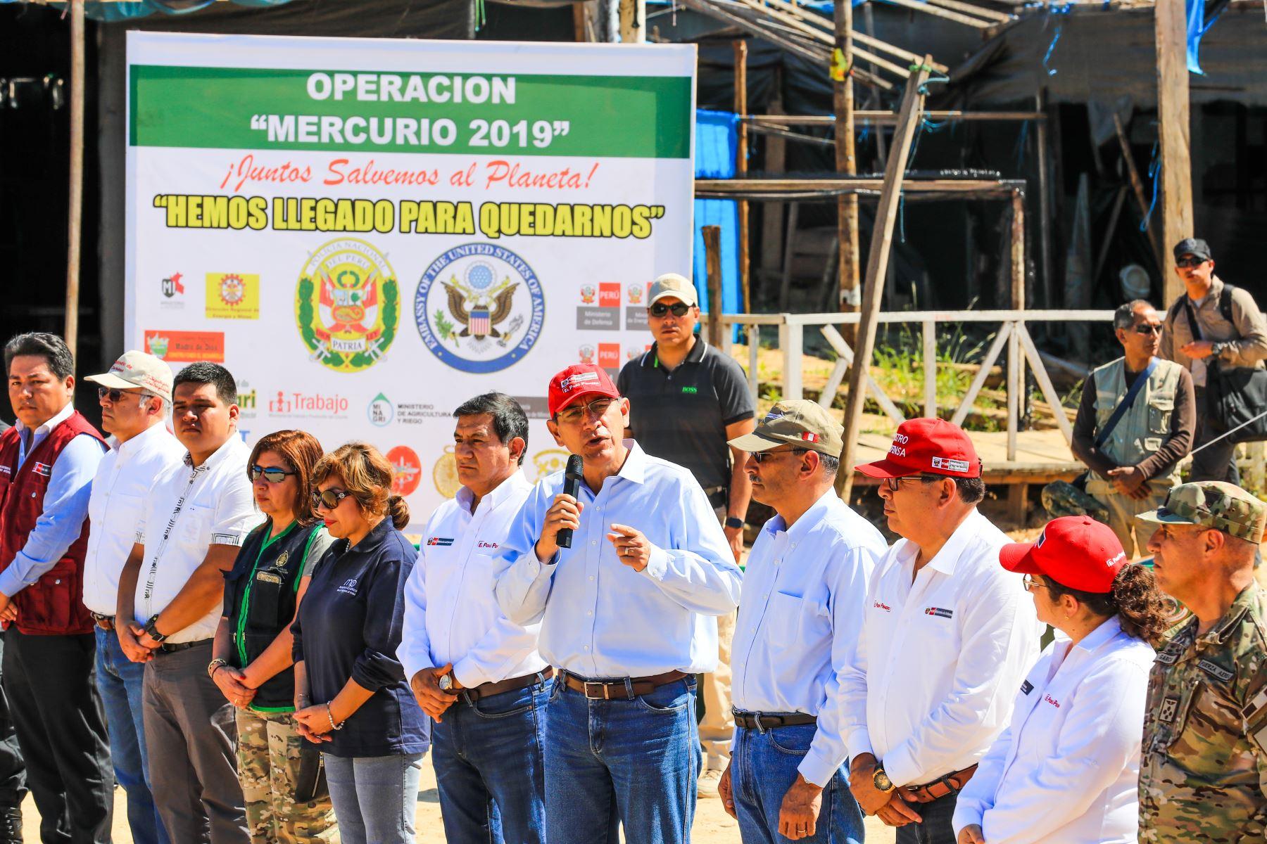Vizcarra: Con decisión política combatiremos minería ilegal en Madre de Dios