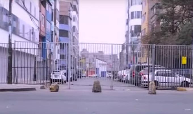 Gamarra: transeúntes y trabajadores también trepan rejas para ingresar al emporio