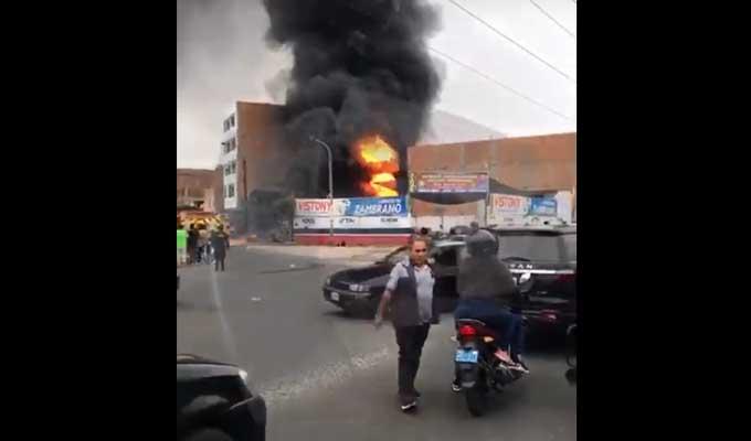 SMP: incendio en taller de mecánica clandestino deja un muerto y dos heridos