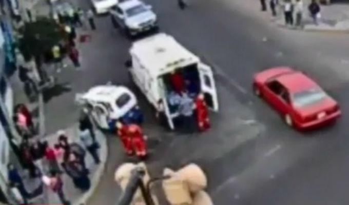 Tacna: auto impacta contra mototaxi que se pasó luz roja