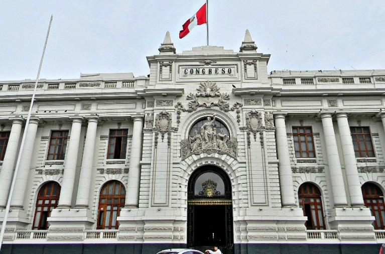 García Belaunde alerta que estructura del Congreso podría colapsar por fuerte sismo