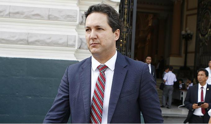 Comisión de Ética recomienda suspender a Daniel Salaverry por 120 días