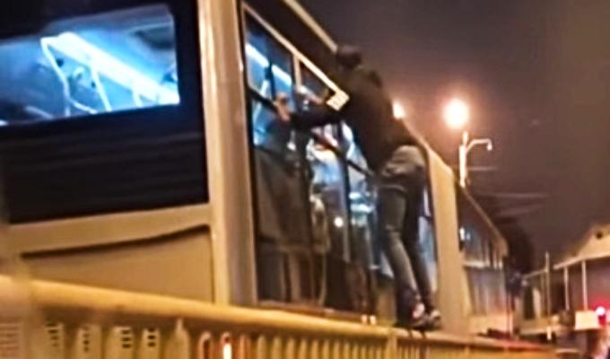"""Roban con modalidad del """"gato"""" en buses del Metropolitano"""