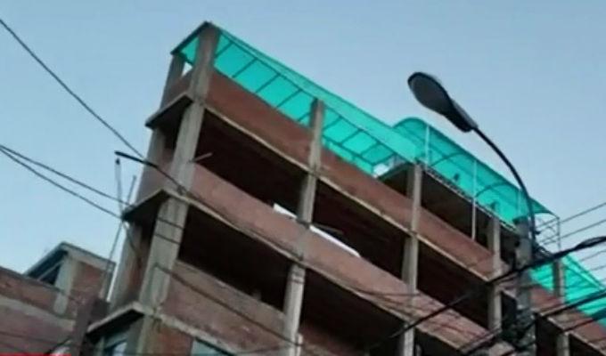 Puno: un delgado edificio de siete pisos pone en riesgo a transeúntes
