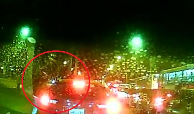 San Isidro: delincuentes aprovechan tráfico para robar a conductor