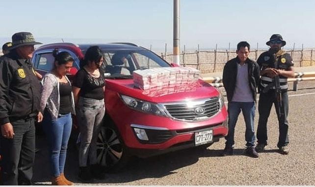 Detienen a familia que trasladaba 36 paquetes de cocaína dentro de su auto