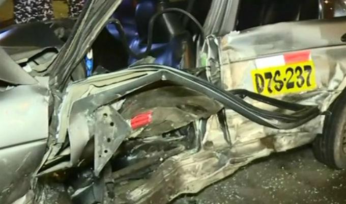 Independencia: taxi quedó destrozado tras choque en vía del Metropolitano
