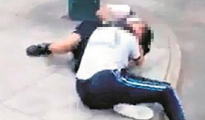 Rímac: escolares se pelean salvajemente en puerta de colegio