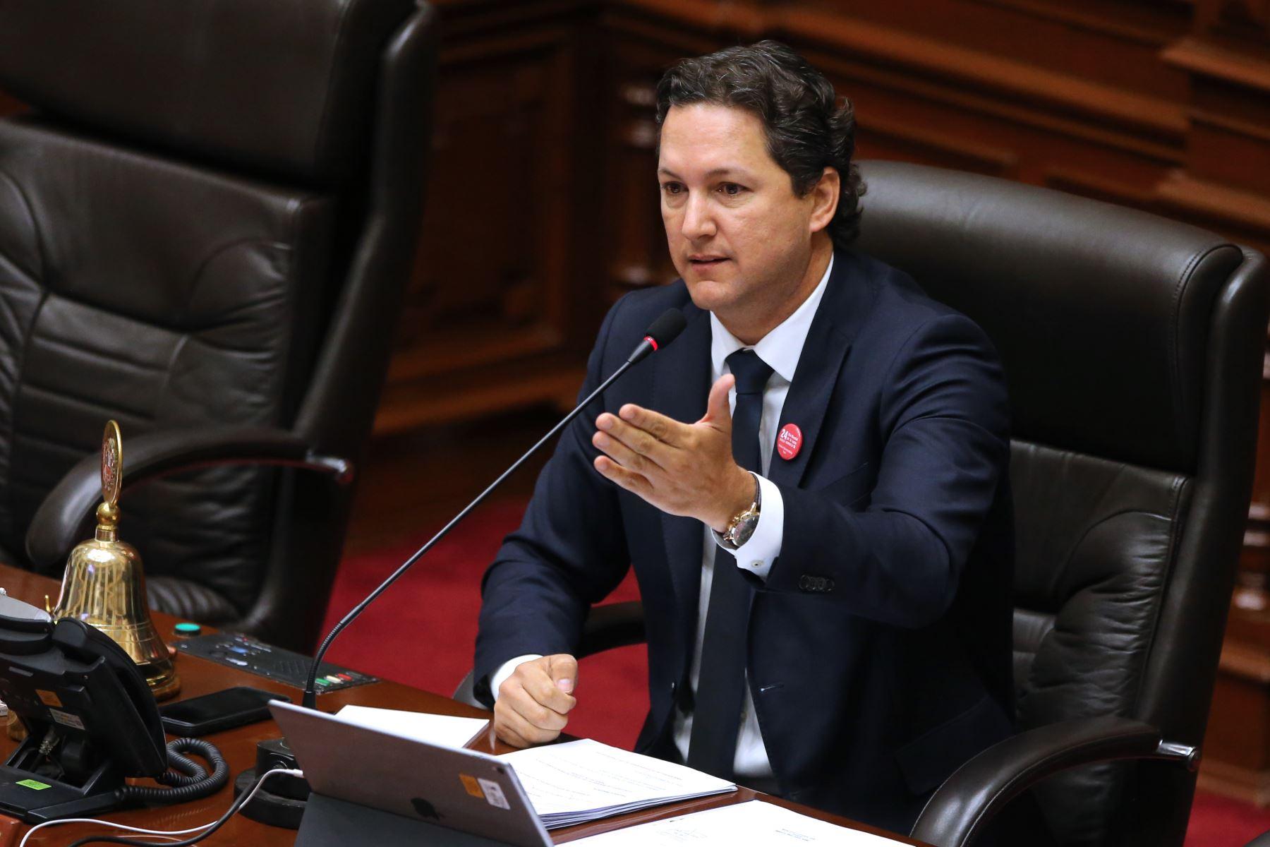 Salaverry anuncia remoción del jefe del área jurídica del Congreso