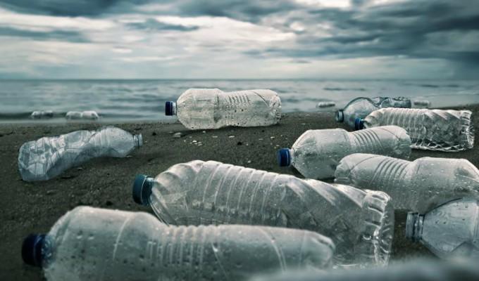 ¿Sabías que cada semana consumimos cinco gramos de plástico?