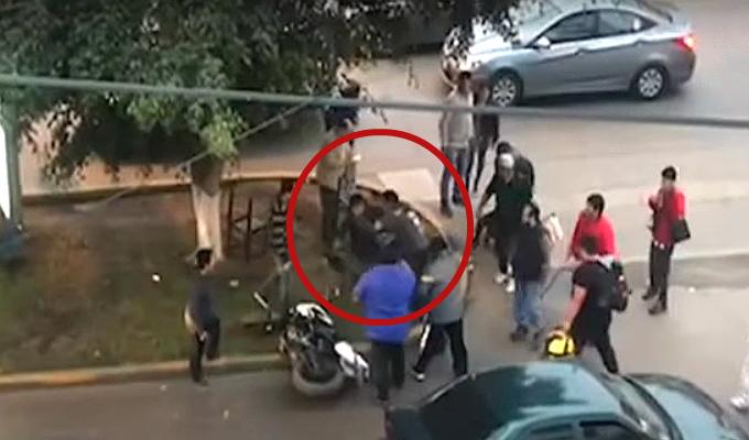La Victoria: transeúntes atrapan a ladrón que arrastró y golpeó a mujer por robar su celular