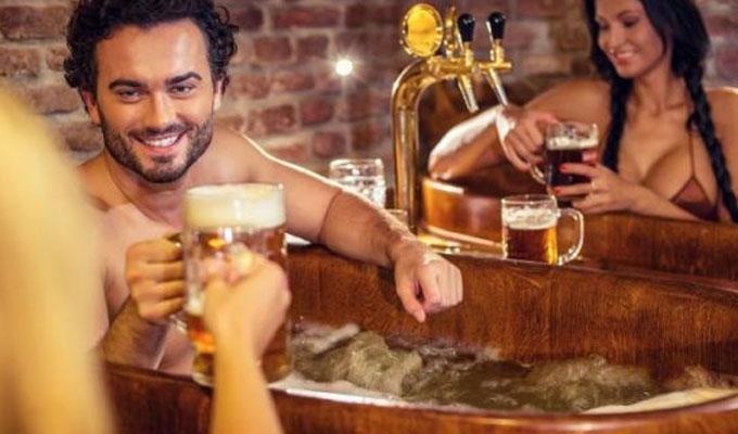 Conozca la innovadora terapia con cerveza que causa furor en el mundo