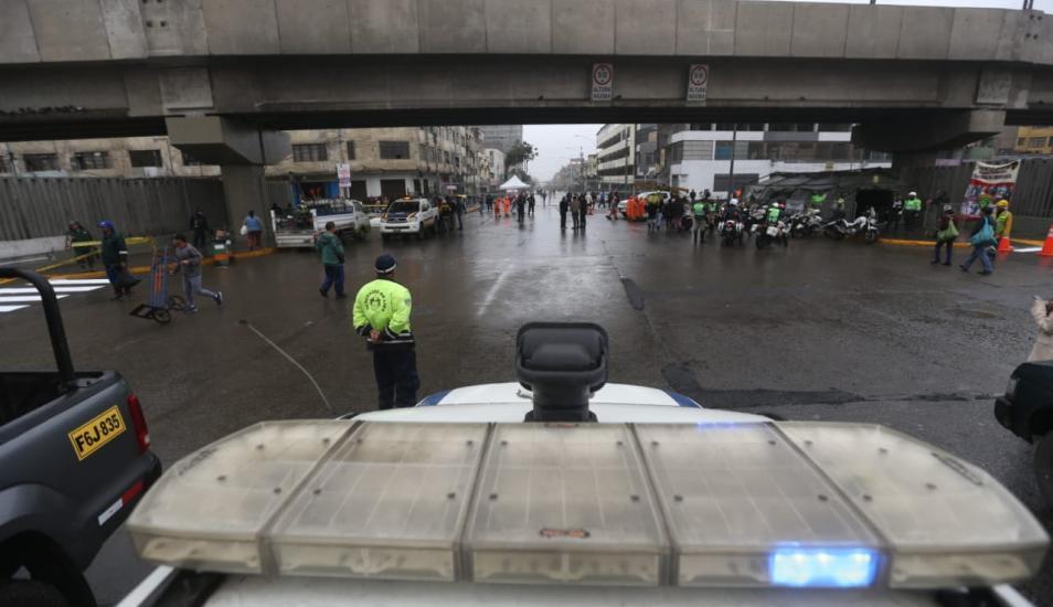 Municipio de Lima reabrió avenida Aviación tras retiro de ambulantes