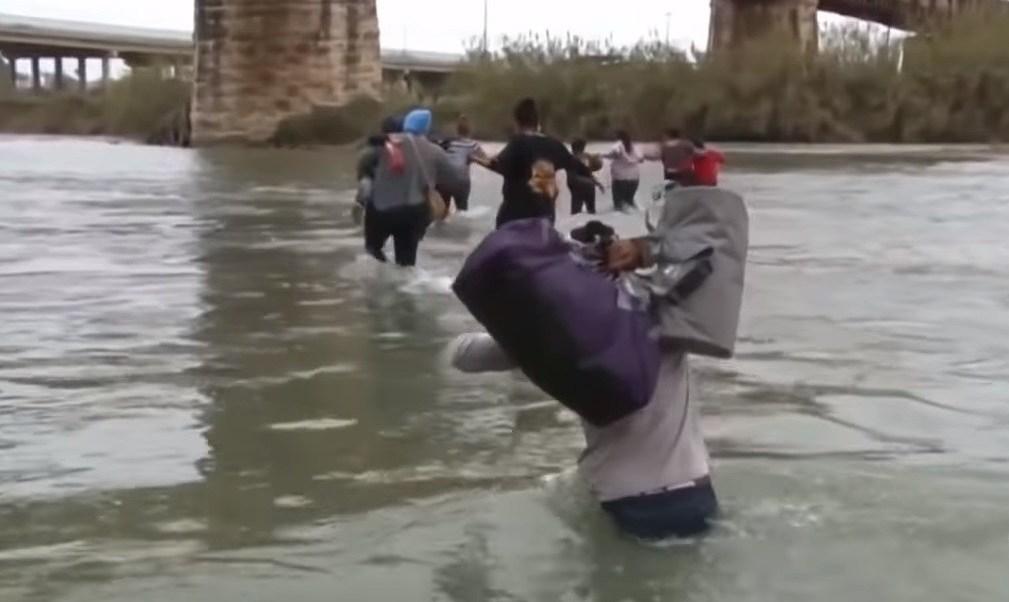 México: padre y su hija inmigrantes mueren intentando cruzar río