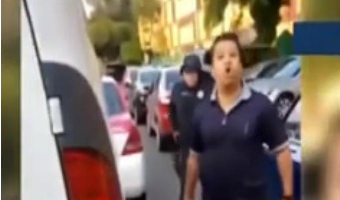 México:  con cuchillo en mano, sujeto amenaza a otro hombre