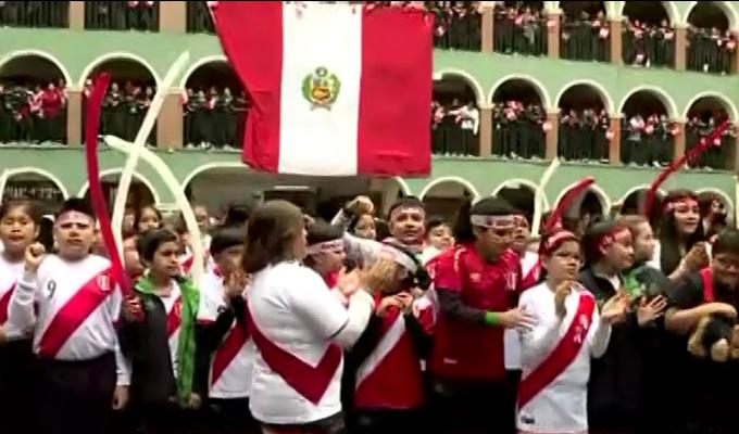 Perú vs. Chile: escolares alientan a la selección peruana en colegio de La Victoria