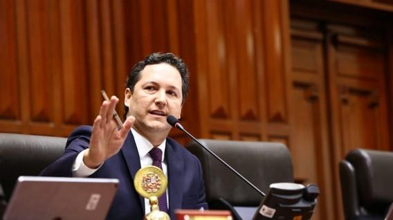 Legisladores opinan ante eventual reelección de Salaverry a la presidencia del Congreso