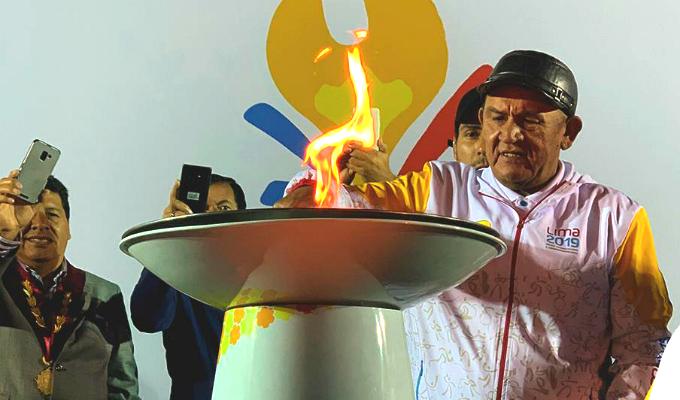 Hugo 'Cholo' Sotil encendió pebetero de Juegos Panamericanos en Ica