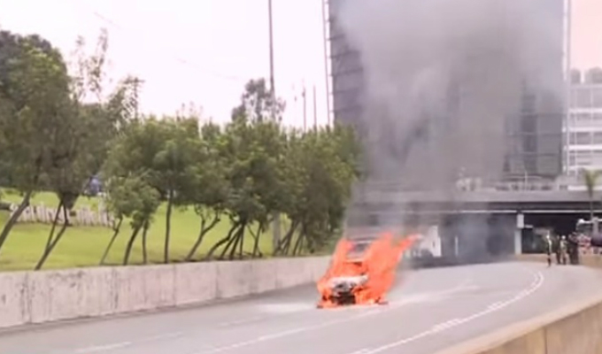 Vía Expresa: auto que se incendió había salido de pasar mantenimiento