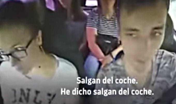 Taxista se niega a llevar a pasajeras por oler a ajo