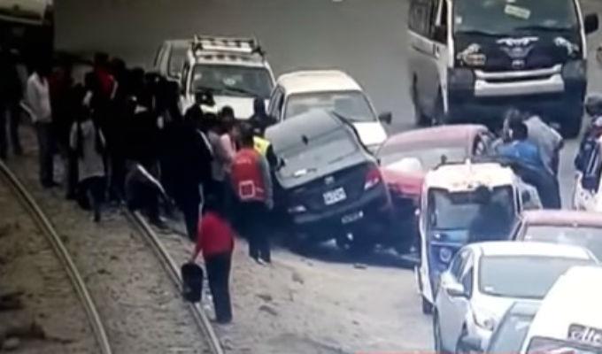 Autos quedaron uno sobre otro tras accidente en Carretera Central