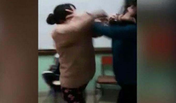 Cañete: madres de familia se agarraron a golpes dentro de un aula