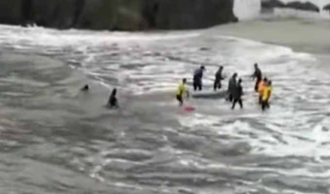 Vecinos de San Bartolo apoyaron a varados islote de playa Curayacu