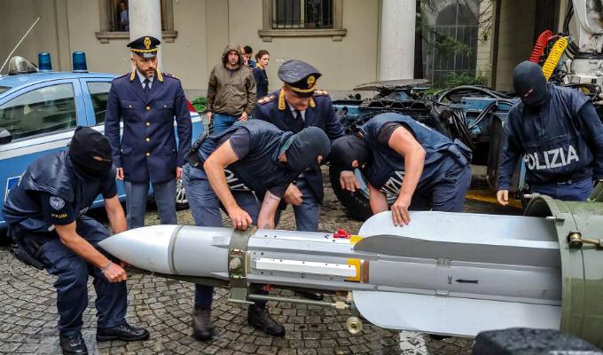 Italia: incautan importante arsenal de guerra de grupo neonazi