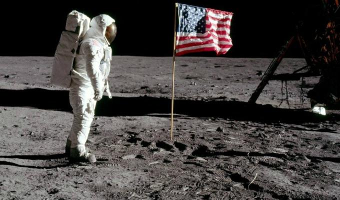 NASA busca recuperar 96 bolsas de excremento que dejó el Apolo 11 en la Luna