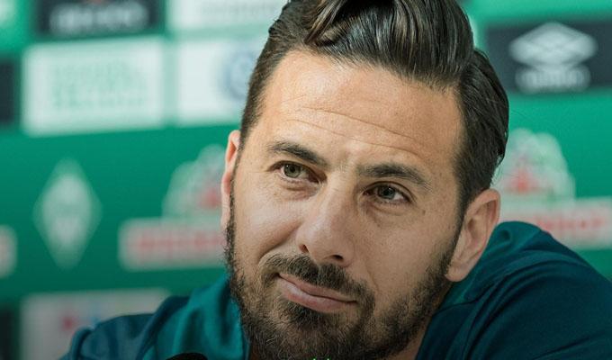 """Claudio Pizarro anunció su retiro del fútbol: """"Debo admitir que estoy cansado y no es fácil"""""""