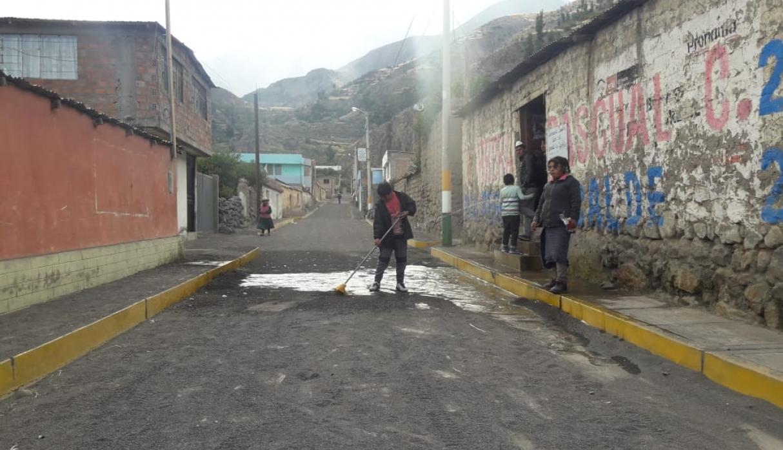 Volcán Ubinas: evacúan a 350 familias afectadas por la erupción